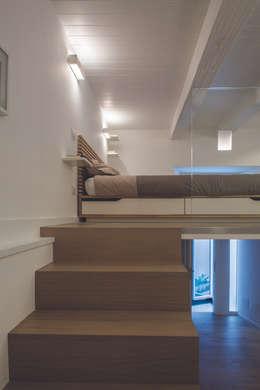 غرفة نوم تنفيذ STUDIO ACRIVOULIS      Architettra + Interior Design