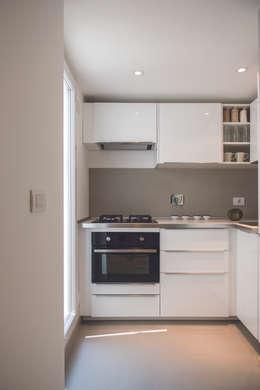 مطبخ تنفيذ STUDIO ACRIVOULIS      Architettra + Interior Design