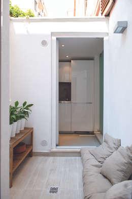 حديقة تنفيذ STUDIO ACRIVOULIS      Architettra + Interior Design