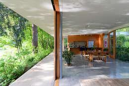 Projekty,  Korytarz, przedpokój zaprojektowane przez NO Architecture