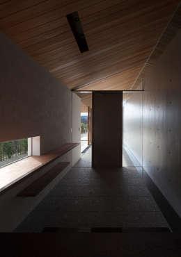 小石原の家: 森裕建築設計事務所が手掛けた玄関/廊下/階段です。