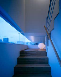 久留米の家: 森裕建築設計事務所 / Mori Architect Officeが手掛けた玄関・廊下・階段です。