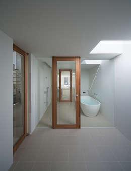 小笹の家: 森裕建築設計事務所 / Mori Architect Officeが手掛けた浴室です。