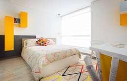 Dormitorios de estilo  por Maria Mentira Studio