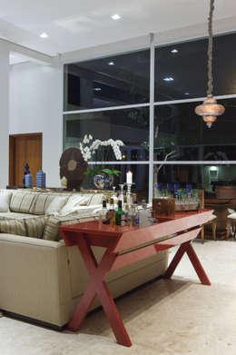 modern Living room by Viviane Bertolini Designer de Interiores