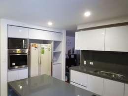 Proyecto cocina Belmira 134: Cocinas de estilo moderno por Davecube Design