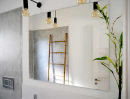 T1 cheio de Graça: Casas de banho modernas por Oficina Preconceito