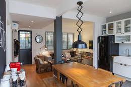Apartamento BM: Salas de jantar industriais por MZNO