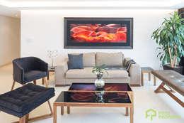 Foto Property: Salas de estilo clásico por Foto Property
