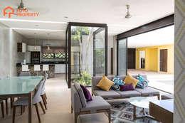 Terrazza in stile  di Foto Property