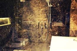 Vivienda PG, Neuquén: Baños de estilo moderno por ARKIZA
