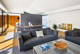 Salas / recibidores de estilo moderno por DECONS  GKAO S.L.