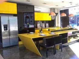 Cocinas de estilo moderno por ROSÂNGELA ROMÃO