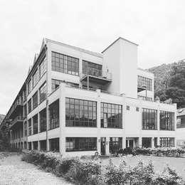 Casas de estilo minimalista por Hauser - Architektur