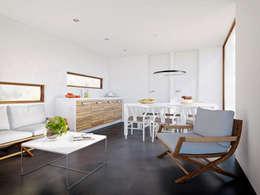 Interieur moderne stacaravan: moderne Woonkamer door Bongers Architecten