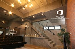 MODERN LOFT 2-STOREY HOMES:  ห้องนั่งเล่น by BEYOND HOME (THAILAND) Co.,Ltd