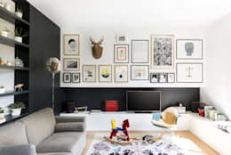 Paint it, black: Soggiorno in stile in stile Moderno di studio wok