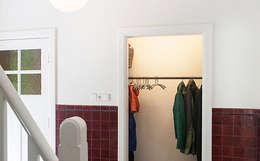 Projekty,  Korytarz, przedpokój zaprojektowane przez WEBERontwerpt | architectenbureau