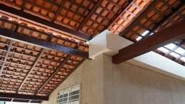 Garajes de estilo rústico por Reinaldo Pampolha Arquitetura