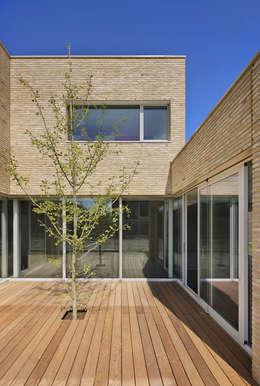 Maisons de style de style Moderne par VAN ROOIJEN ARCHITECTEN