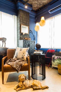Salas de estilo rústico por Turiya Lifestyle LLP