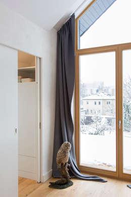 Спальни в . Автор – CARLO Berlin - Architektur & Interior Design