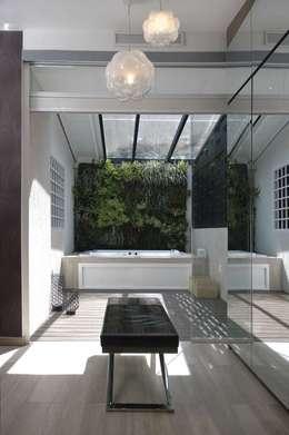 Terraza interna. JardinVertical: Terrazas de estilo  por Arq Renny Molina