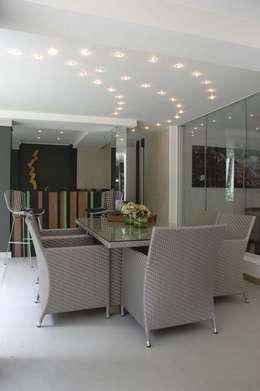 Casa 575: Comedores de estilo moderno por Arq Renny Molina