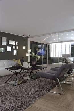 Casa 575: Salas / recibidores de estilo moderno por Arq Renny Molina