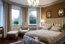 Спальни в . Автор – TiM Grey Interior Design