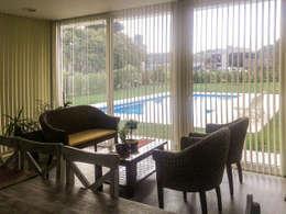 Casa en Rumencó: Livings de estilo moderno por id:arq
