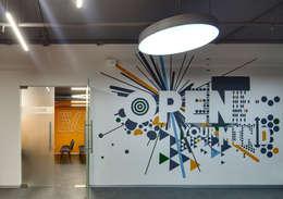 Vestíbulos, pasillos y escaleras de estilo  por Fabricantes de Ideas