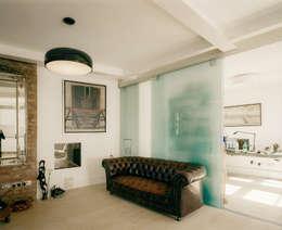 Salas / recibidores de estilo moderno por Guarnieri Architects
