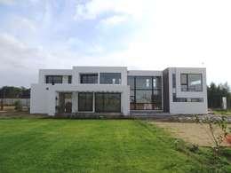 Casa PW: Casas de estilo moderno por Moreno Wellmann Arquitectos