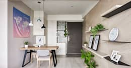 minimalistic Corridor, hallway & stairs by 思維空間設計