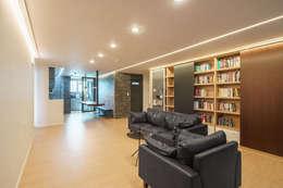 modern Living room by ARA