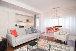 Apartamento com vista para Lisboa: Salas de estar modernas por Margarida Bugarim Interiores