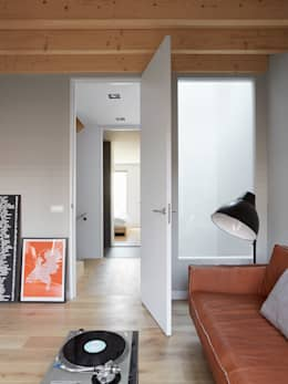 Wenslauer House: modern Living room by 31/44 Architects