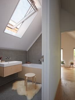 Wenslauer House: modern Bathroom by 31/44 Architects