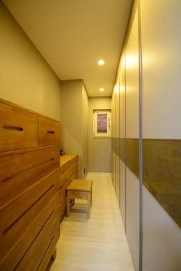modern Dressing room by 코원하우스
