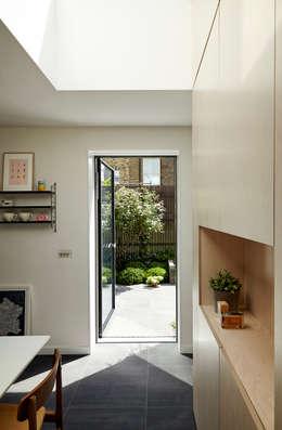 No. 49: modern Garden by 31/44 Architects