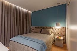 غرفة نوم تنفيذ Botti Arquitetura e Interiores-Natália Botelho e Paola Corteletti