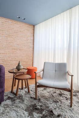 غرفة المعيشة تنفيذ Botti Arquitetura e Interiores-Natália Botelho e Paola Corteletti