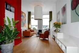Sfeer door kleur.: moderne Woonkamer door Ien Interieurontwerp Advies Projectbegeleiding