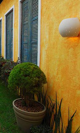 Jardines de estilo ecléctico por Adriana Baccari Projetos de Interiores