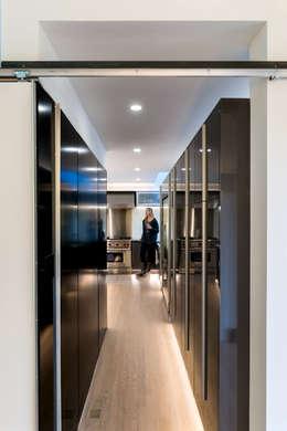 modern Kitchen by KUBE Architecture