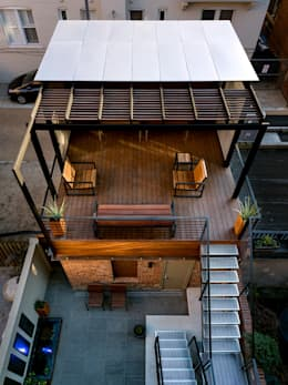 Terrazas de estilo  por KUBE Architecture