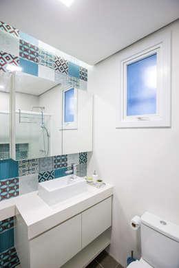 Projekty,  Łazienka zaprojektowane przez Camila Chalon Arquitetura