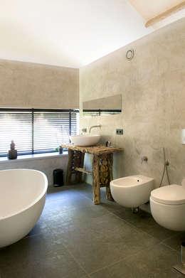 Boshuis: moderne Badkamer door WillemsenU