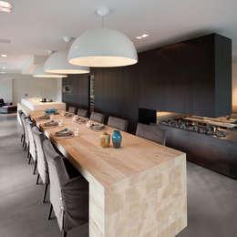 Renovatie Woonhuis M: moderne Keuken door WillemsenU